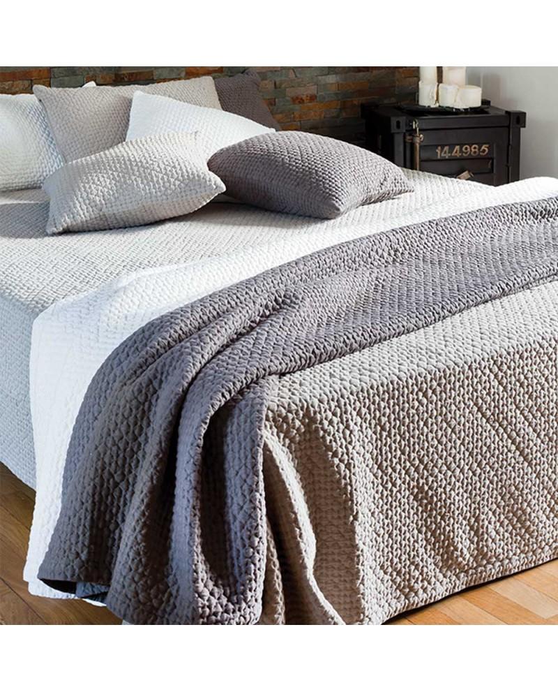dessus de lit pour chambre d 39 h tes ou chalets en savoie chez galis. Black Bedroom Furniture Sets. Home Design Ideas