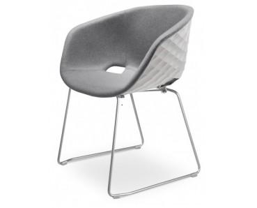 Fauteuil UNI KA 595M coque blanche effet matelassé, assise et dossier rembourrés tissu gris, pieds luge chromé satiné